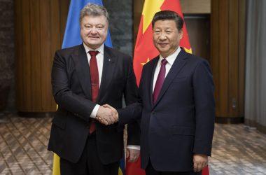 Порошенко и Си Цзиньпин в Давосе