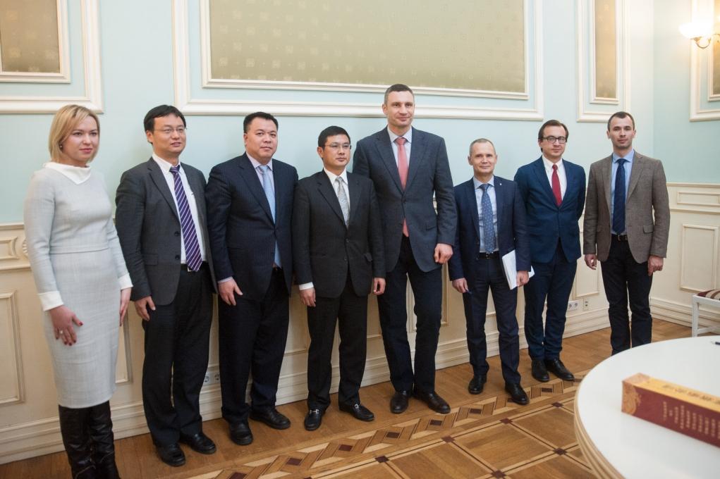 Виталий Кличко с коллегами из КГА и представители китайской кампании CRBC-CCCC