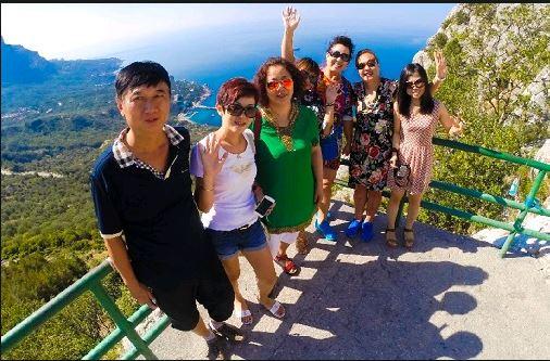 Китайські туристи на території окупованого Кримського півострову