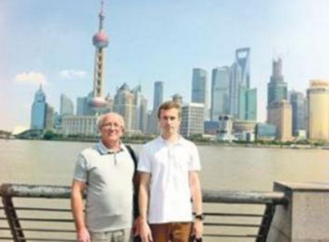 Ректор ПУЕТ Олексій Нестуля та бувший студент ПУЕТ Олексій Москаленко у Китаї, в Шанхаї