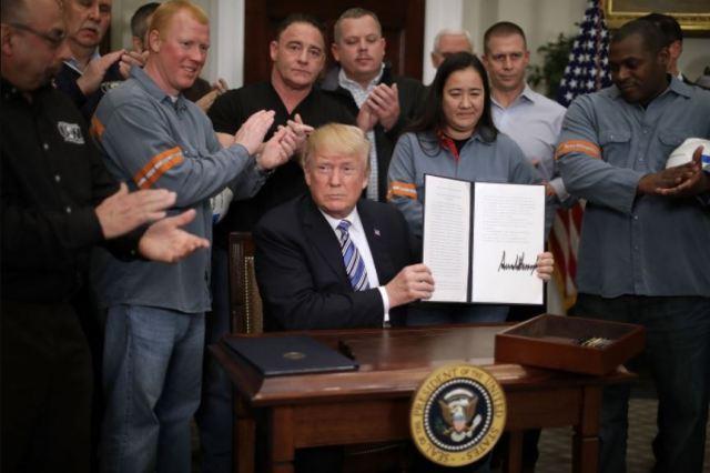 Президент Дональд Трамп відроджує сталеливарну та алюмінієву промисловість США
