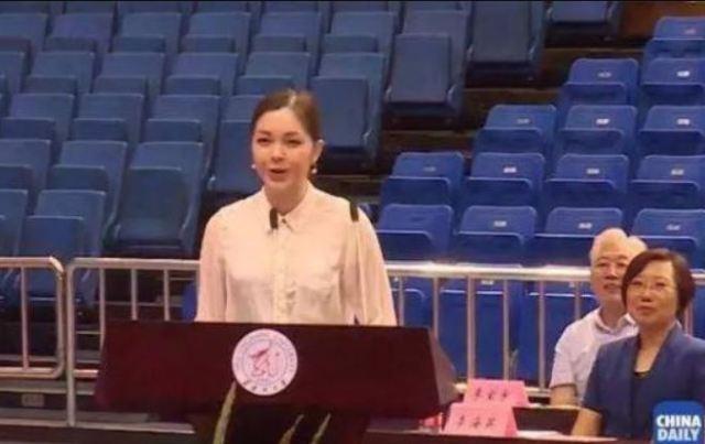 Українка китайського походження блискуче закінчила китайський університет