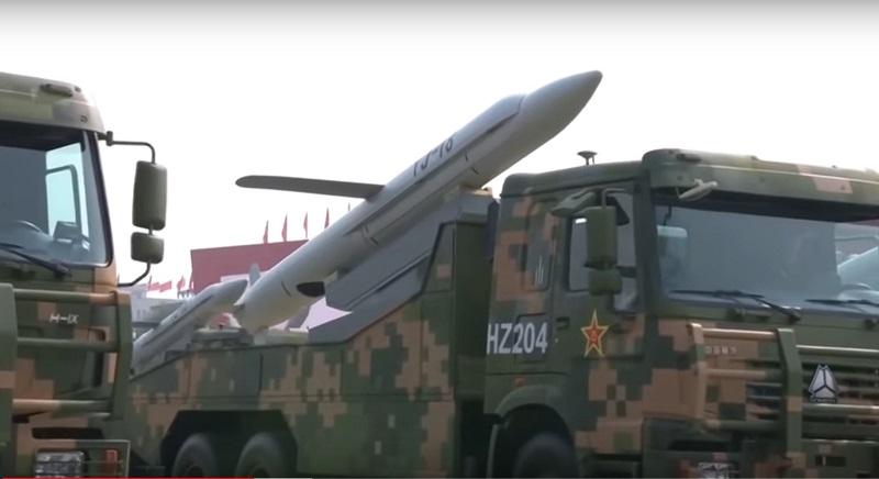 Крилата ракета на автомаобільній базі на параді в КНР