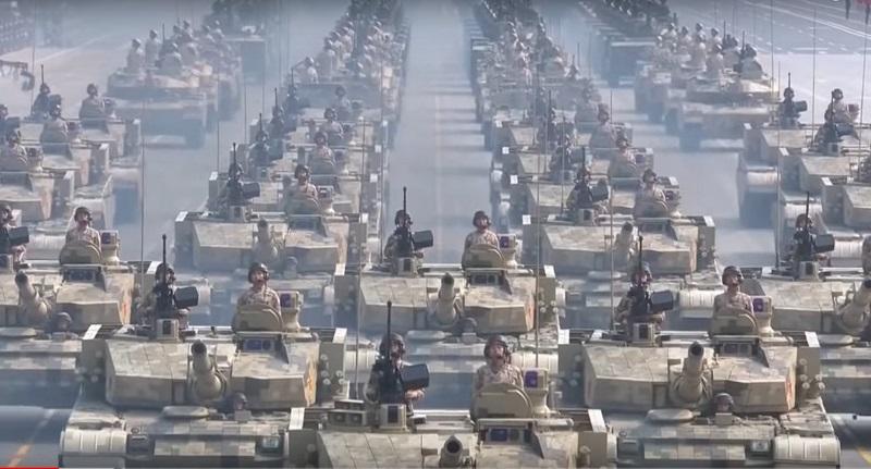 Китайські танки на параді в КНР