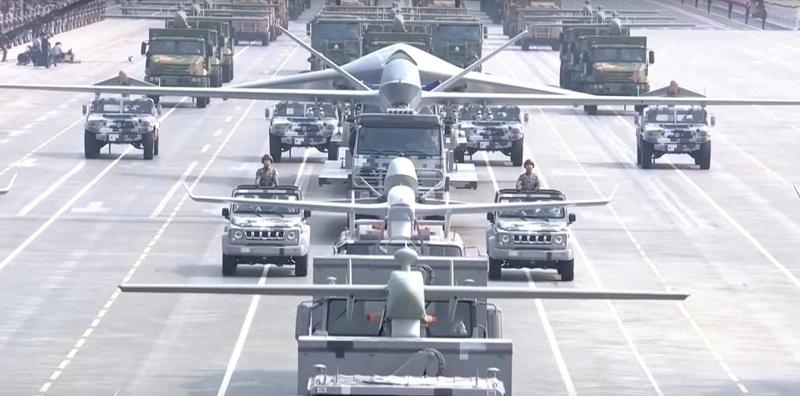 колона 7 типів китайських БПЛА в колоні на параді в КНР