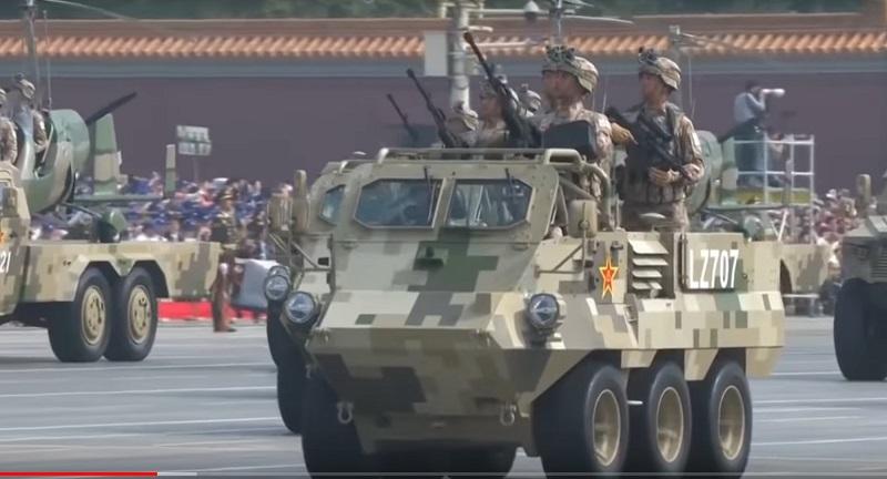 Китайський спецназ на міні всюдиходах на параді