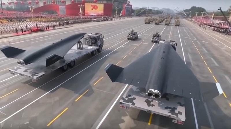 Китайські реактивні БПЛА на автомобільній базі на параді в КНР