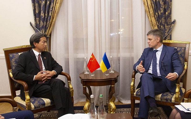 Міністр МЗС України Пристайко і Посол КНР Ду Вей 2019