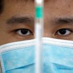 Чоловік з лабораторії Sinovac Biotech COVID-19 КНР REUTERS Томас Пітер.