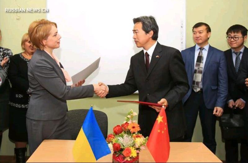 Китай відкрив три лінгафонних кабінети у київській гімназії східних мов