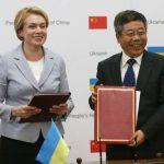 Міністр МОНУ Лілія Гриневич та міністр освіти КНР Chen Baosheng (R)