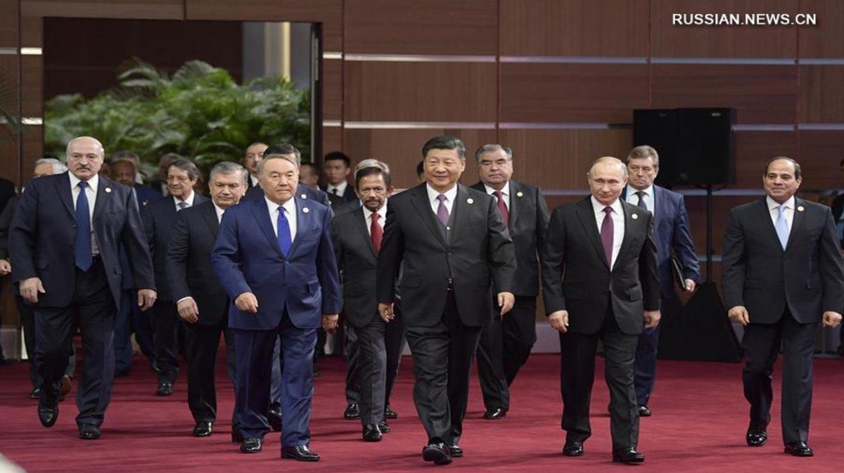 Руководители стран проекта Пояс и путь идут на открытие Второго форума в Пекине